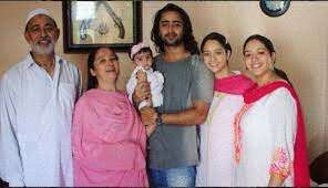 Shaheer Sheikh gets nostalgic while talking about his family!